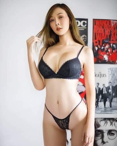 Beautiful Busty Thai Girl Wearing Skimpy Black Bikini Nice Cleavage Small