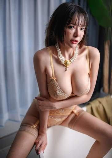 Slim Chinese Girl With Short Hair Hot Body Sexy Cleavage Small